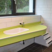 Waschplatz mit Wickeltisch